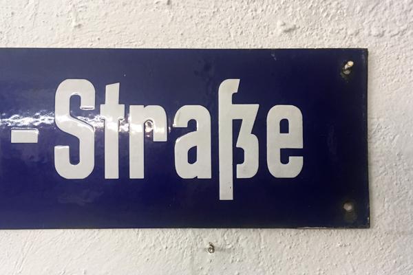 Beispiel Emaille-Grabschilder Berlin