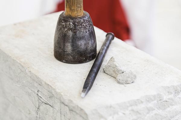 Berliner Grabmal Grabstein aus Holz Bildhauer Handwerk