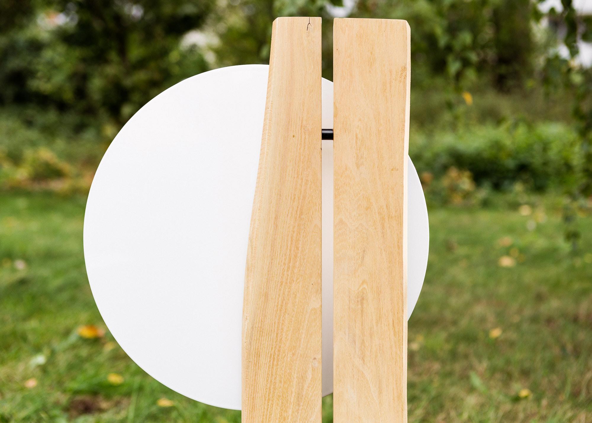 Familiengrabmal oder Ehegrab aus Naturholz und Emailleschild