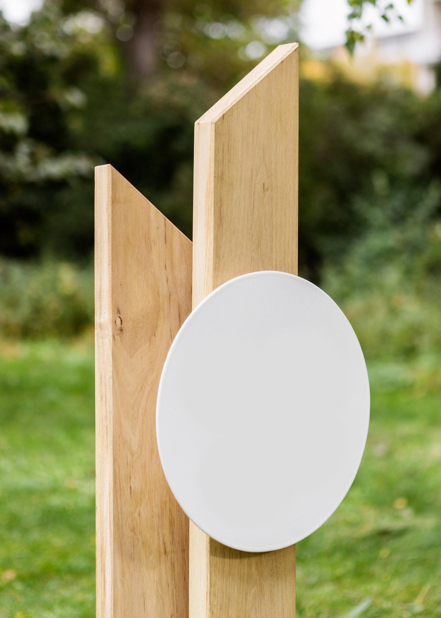 Grabstein aus Holz aus Stelen mit Spitzen Erdgrabmal mit Emaille-Schild