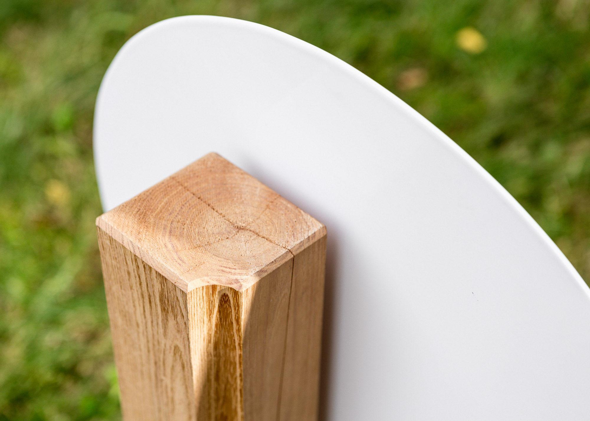 Holz-Grabmal - profilierte moderne Stele mit runder Emaille als Einzelgrabmal oder Familiengrabmal