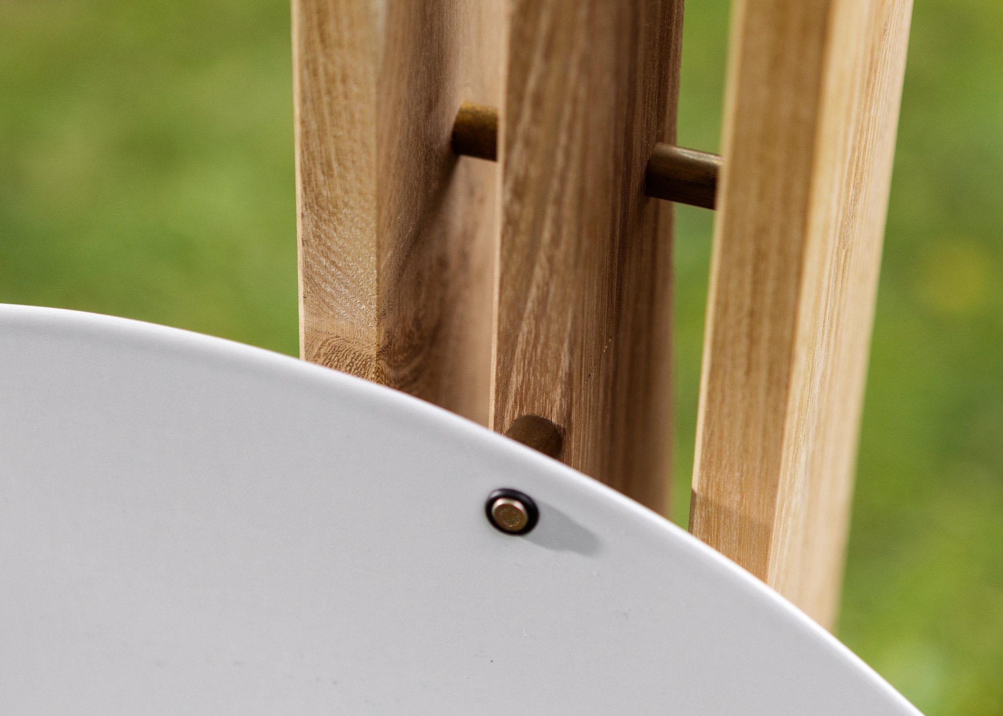 Holzgrabmal - Lamellen aus Holz als Stele mit hintersetztem Emailleschild