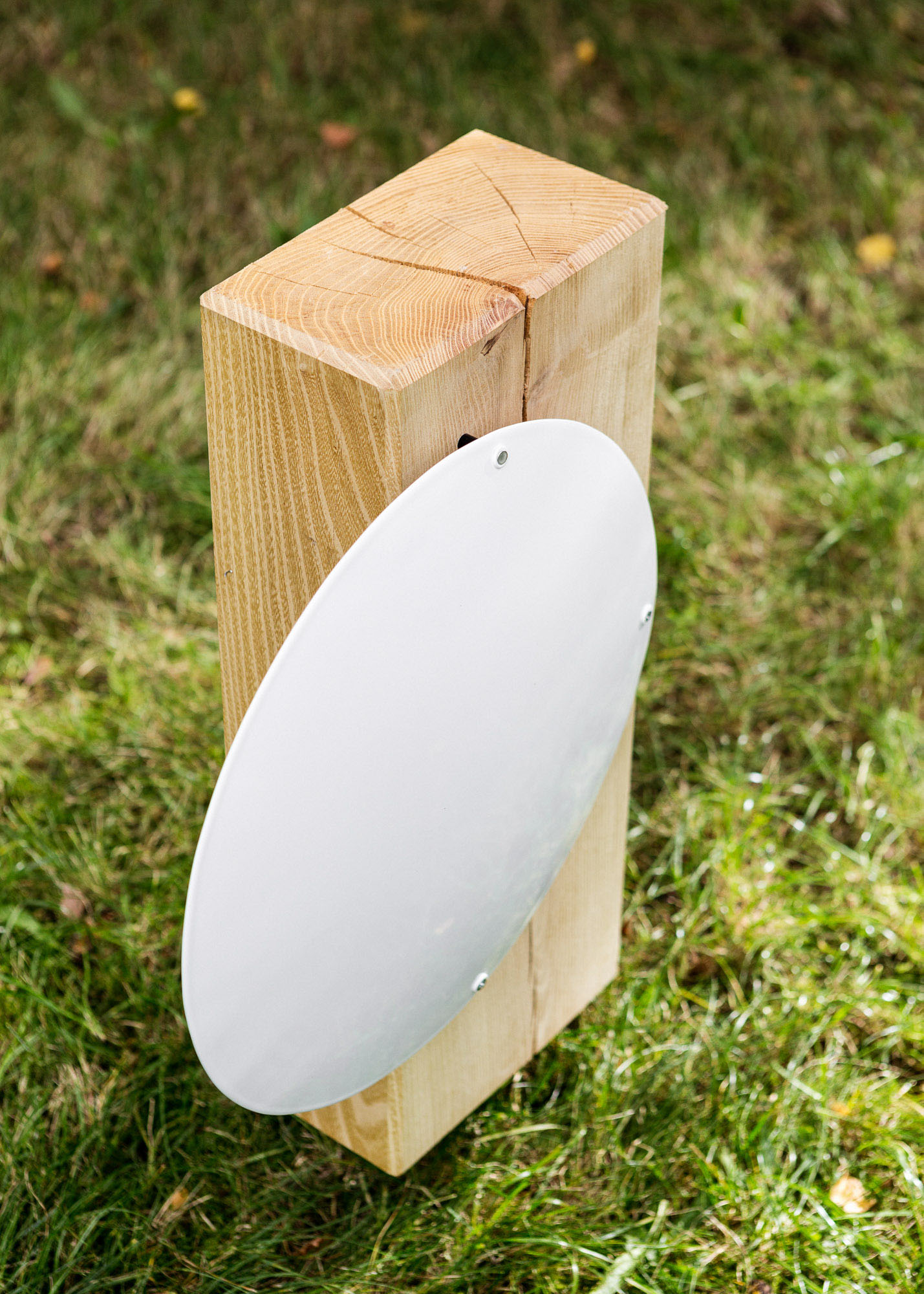 Holzblock als Urnengrabmal mit rundem Emailleschild - Einzelgrabmal, Familiengrabmal oder Ehegrabmal