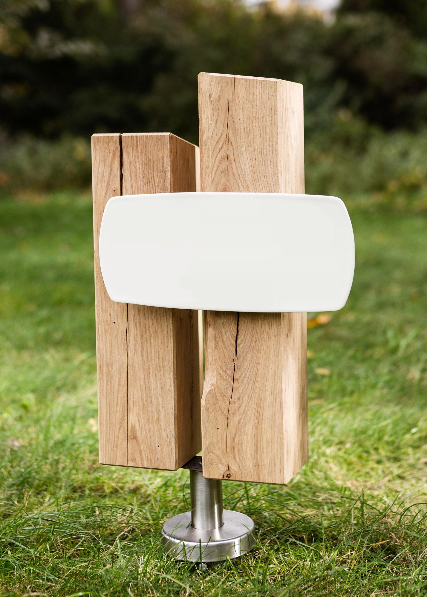 Holzgrabmal aus zwei Stelen mit langem Emailleschild