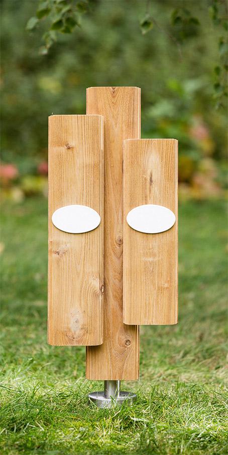 LS1.OF.1+2 profilierte Lamellen überlagert mit Emailleschild als Holzgrabmal für Paargräber