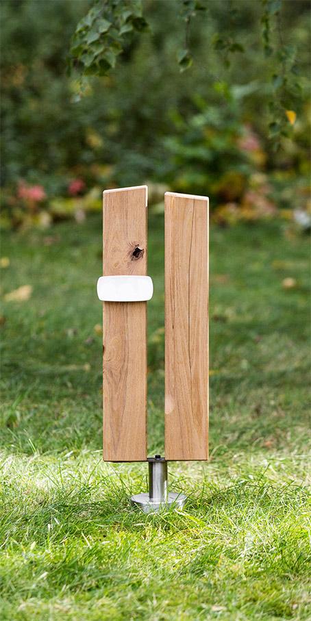 PS1.RB.3 Holzgrabmal als Paar Holzstelen mit Emailletafel