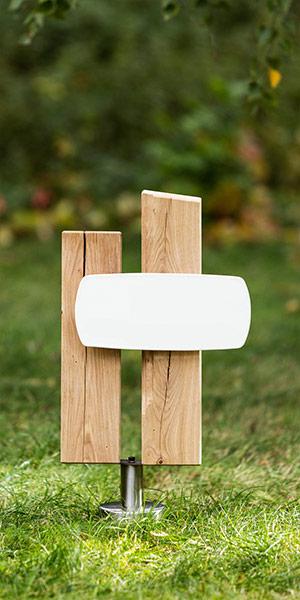 PS2.RF.2 Holzgrabmal aus zwei Stelen mit langer Emailletafel