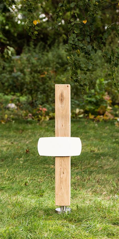 S2.RF.3 Grabmal aus Robinie – Stele mit quadratischem Querschnitt und langer Emailletafel