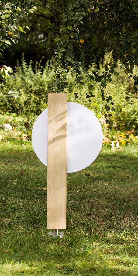 S8.KF.1 Grabstein aus Holz – Stele mit runder Emailletafel als Einzelgrabstellen oder Familien und Eheleute