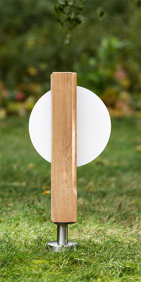 S9.KF.3 Holzgrabmal – schlichte Stele mit Hohlkehlprofil und runder Emailletafel als Einzelgrabmal oder Familiengrabmal
